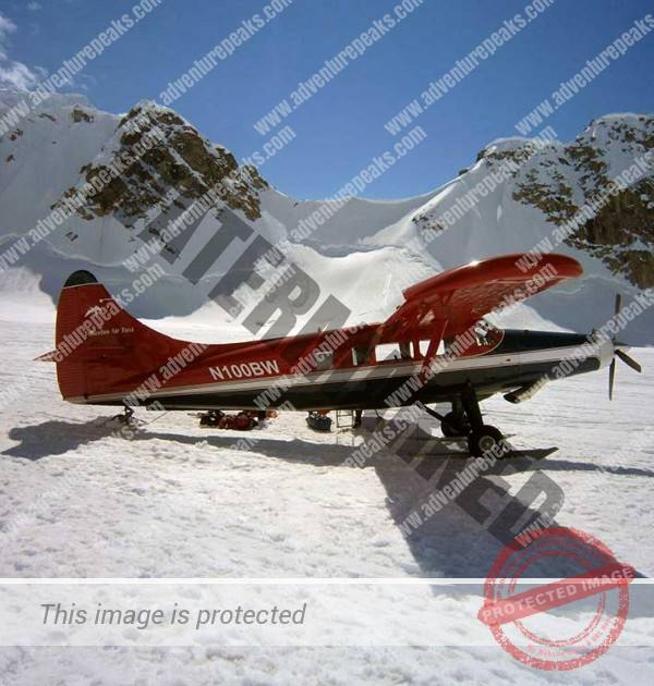 Ski-Plane-on-the-SE-Fork-of-the-Kahiltna