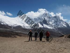 Acclimatising on Chhukhung Ri