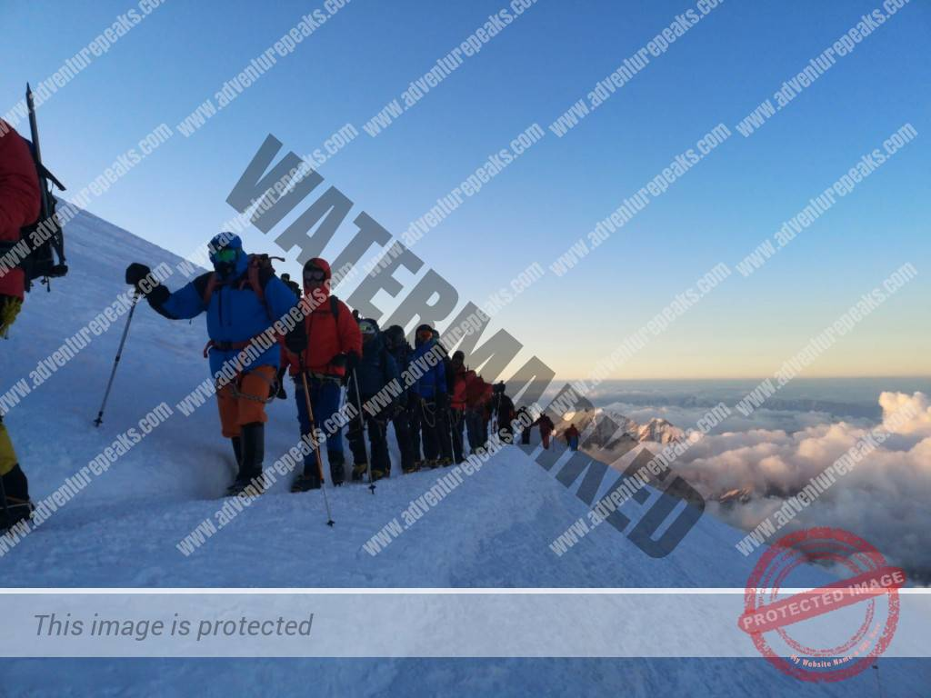 15 Elbrus summit day traverse